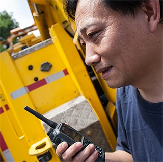 TH9-radio-and-a-bus-driver-320px-wide.jpg