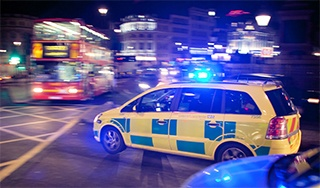 Emergency-vehicle-in-London-320px-wide.jpg