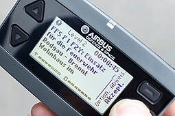 P8GR-active-TETRA-pager-with-German-UI-320px-wide.jpg
